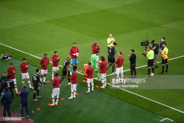 The Arsenal team give Premier League champions Liverpool a guard of honor before the Premier League match between Arsenal FC and Liverpool FC at...