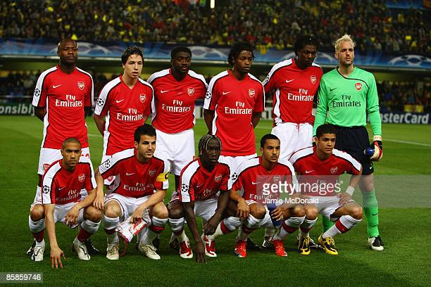 The Arsenal team line up prior to the UEFA Champions League quarterfinal first leg match between Villarreal and Arsenal at the Madrigal Stadium on...