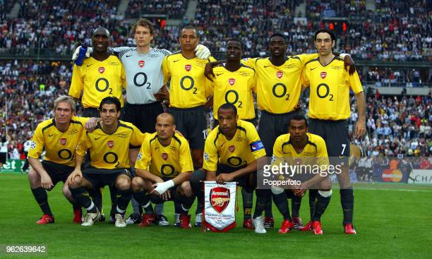 The Arsenal team pose prior to the UEFA Champions League Final between Barcelona and Arsenal at the Stade de France in Paris on May 17 2006 Barcelona...