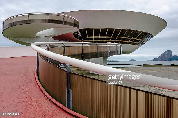 the art museum in niteroi, brazil - niemeyer museum of contemporary arts stock pictures, royalty-free photos & images