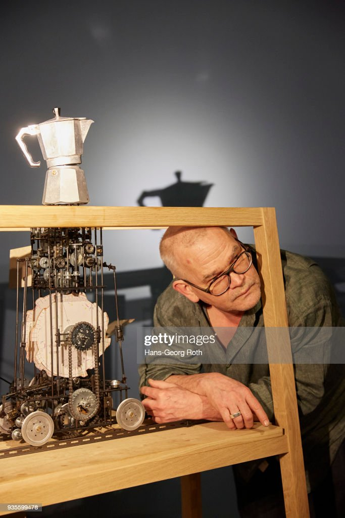 'William Kentrige - O Sentimental Machine' - Exhibition Preview In Frankfurt