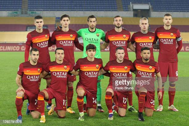 The AS Roma team line up prior to the Serie A match between AS Roma and Cagliari Calcio at Stadio Olimpico on December 23, 2020 in Rome, Italy....