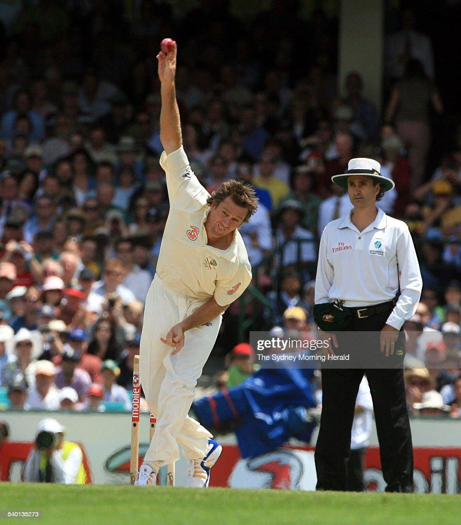 The Ashes 2006-2007. Australian fast bowler Glenn McGrath ...
