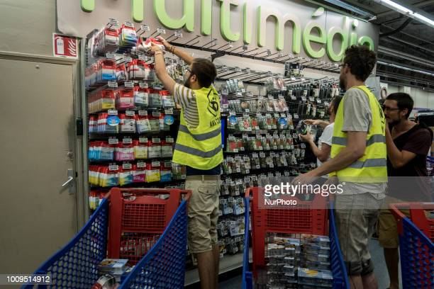 The associations ANV COP 21 and Les Amis de la Terre organized actions in the Carrefours and Leclerc stores everywhere in France on the occasion of...