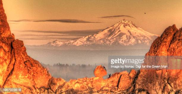 the astrix - smith rock state park stock pictures, royalty-free photos & images