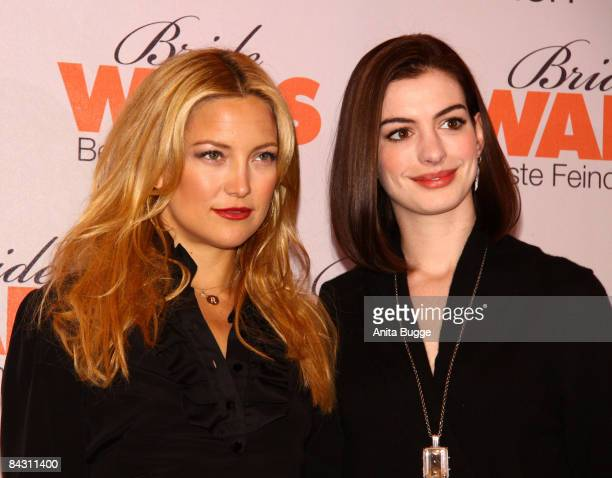 The Atresses Kate Hudson And Anne Hathaway Attend The Bride Wars Photo Call On