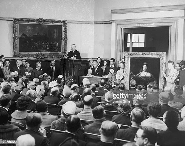 The auction room at Christie's London during the sale of Rembrandt's 'Juno' 1st April 1960 The painting along with 54 other Dutch old masters was put...