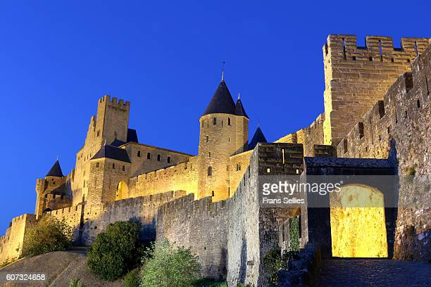 the aude gate, carcassonne, languedoc-roussillon, france - frans sellies stockfoto's en -beelden