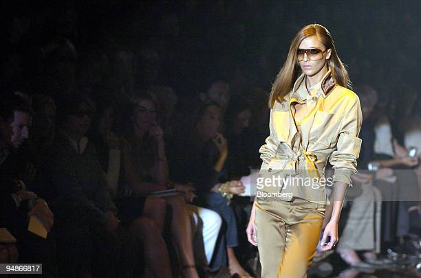 The audience assesses the Spring/Summer 2005 Gucci collection in Milan Italy September 30 2004 It is the first presentation by Gucci's new women's...