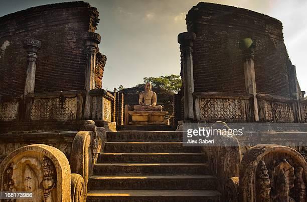 the audience hall in the ancient city in polonnaruwa. - alex saberi stock-fotos und bilder