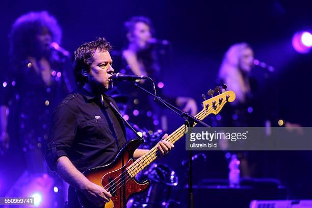 The Australian Pink Floyd Show Set The ControlsTour The Australian Pink Floyd Show besteht aus Steve Mac David Domminney Fowle Colin Wilson Ian...