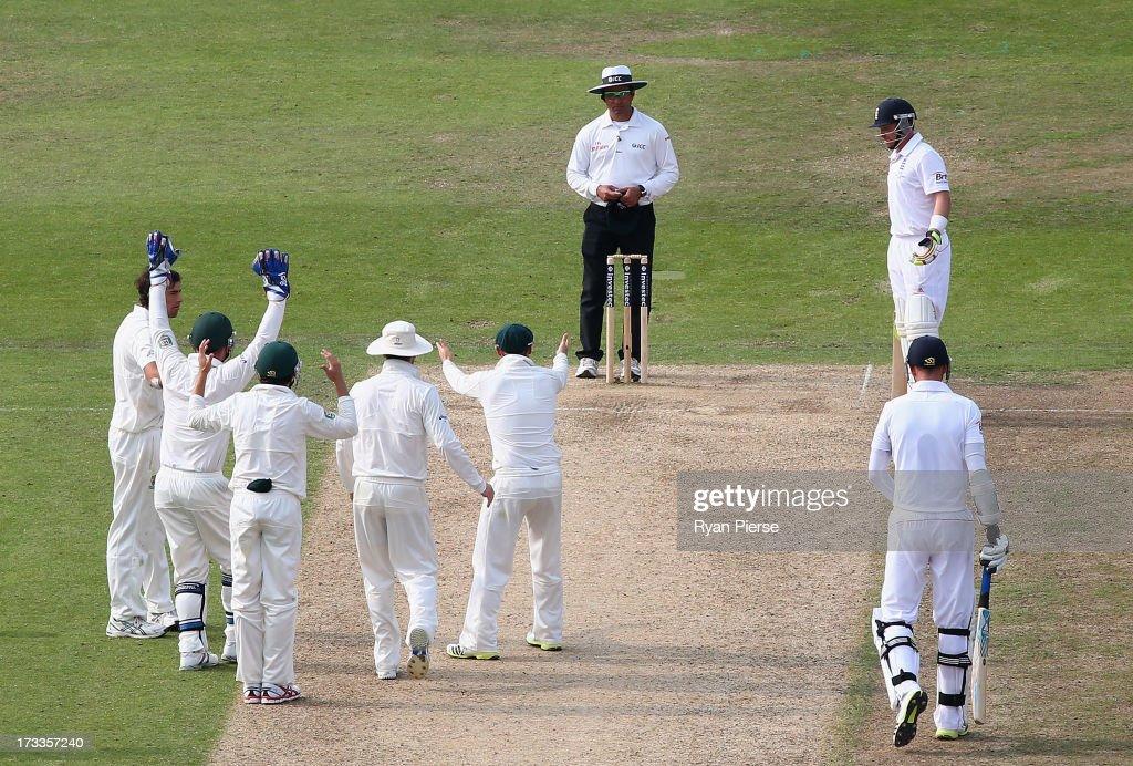 England v Australia: 1st Investec Ashes Test - Day Three : News Photo