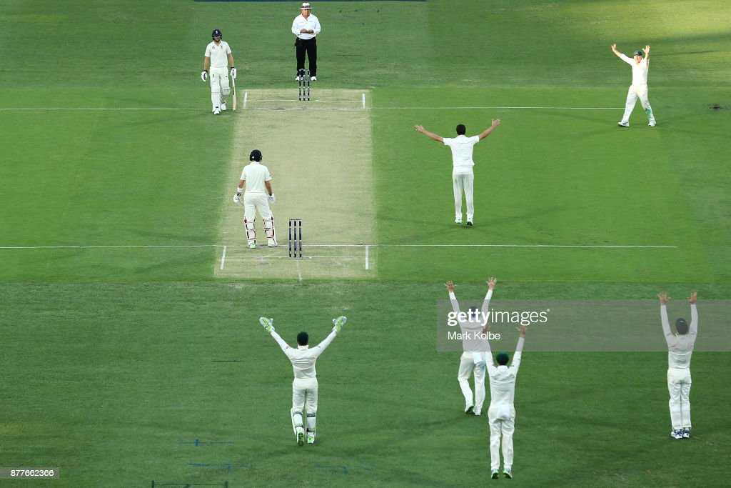 Australia v England - First Test: Day 1 : ニュース写真