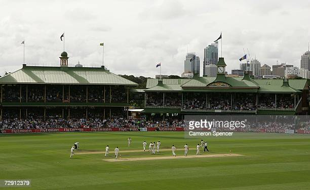 The Australian team celebrates the dismissal of Kevin Pieteresen of England off the bowling of Glenn McGrath during day one of the fifth Ashes Test...