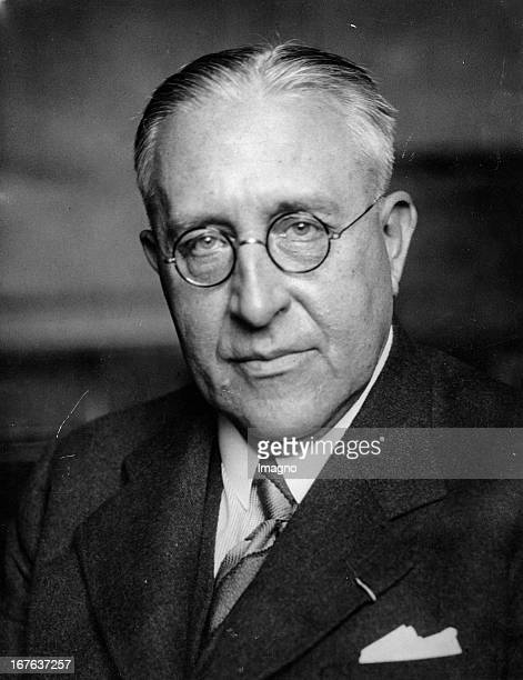 The Austrian Viktor Franz Heß gets the Nobel prize in 1936 for the research of the cosmic radiation Photograph November 11th 1936 Der Österreicher...