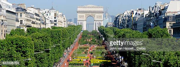 The Avenue ChampsElysee discovers its roots for two days over a 2 km stretch where imported soil planted with natural agricultural products reminds...