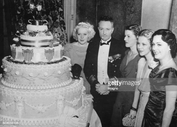 The aviator and polar explorer Richard E Byrd at a ceremony for President Roosevelt With Alice Faye Betty Furness Glenda Farrell Sue Gomez Los...