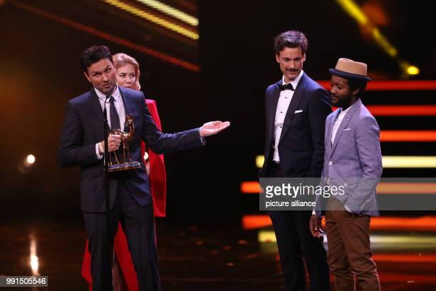 The award winner in the category 'Film National' the actors Eric Kabongo Florian David Fitz Palina Rojinski and the director Simon Verhoeven can be...
