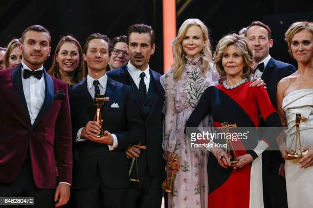 The award winners Edin Hasanovic, Tom Shilling, Nicole Kidman, Jane Fonda, Wotan Wilke Moehring and Caren Miosga during the Goldene Kamera show on...