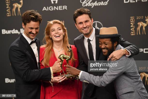 The award winners in the category 'Film National' the actors Eric Kabongo Florian David Fitz Palina Rojinski and the director Simon Verhoeven can be...
