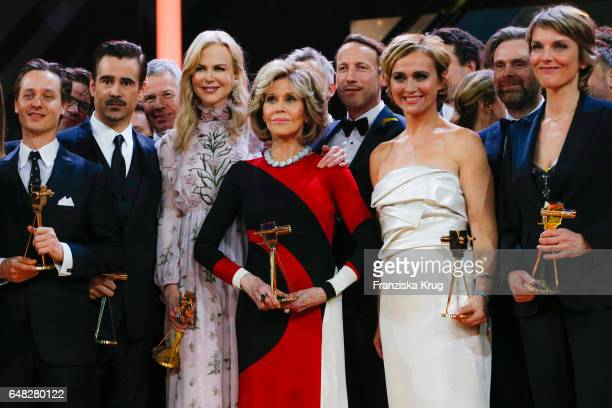 The award winners Tom Shilling, Collin Farell, Nicole Kidman, Jane Fonda, Wotan Wilke Moehring, Caren Miosga and Marietta Slomka during the Goldene...