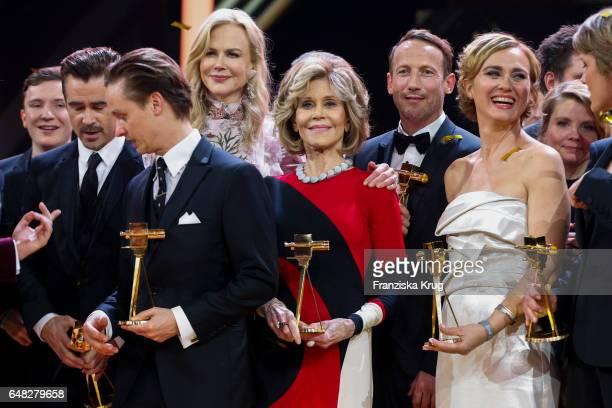 The award winners Tom Shilling, Nicole Kidman, Jane Fonda, Wotan Wilke Moehring and Caren Miosga during the Goldene Kamera show on March 4, 2017 in...
