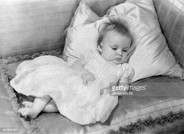 the baby of Ruth Roche Baroness Fermoy in a white dress Photographer Rolf Mahrenholz Published by 'Die Dame' 14/1939Vintage property of ullstein bild