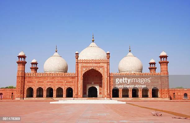 the badshahi mosque - badshahi mosque stock pictures, royalty-free photos & images