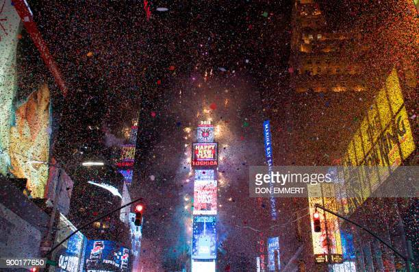 TOPSHOT The ball drops to enter in the new year during New Year's Eve celebrations in Times Square on January 1 2018 in New York / AFP PHOTO / DON...