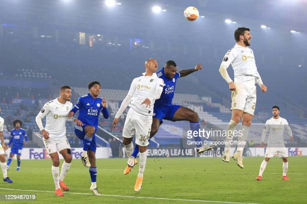 The ball floats over the heads of Paulinho of Braga , Wes Morgan of Leicester and Raul Silva of Braga , and Wesley Fofana of Leicester and David...