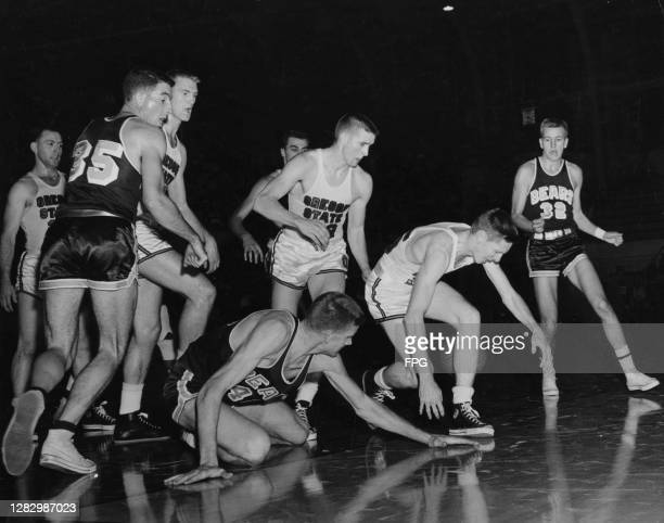 The ball gets lost in between basketball players during a Oregon State Beavers vs California Golden Bears match, US, circa 1960.