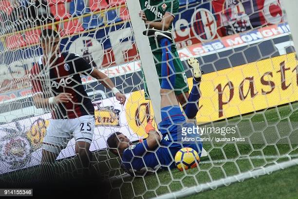 The ball kicked by Jordan Veretout goes past Antonio Mirante goalkeeper of Bologna FC during the serie A match between Bologna FC and ACF Fiorentina...