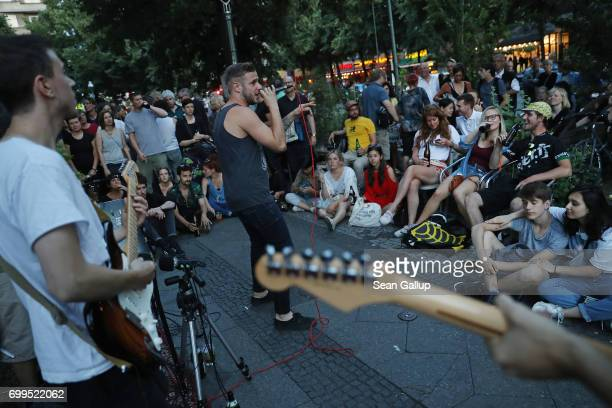 The band Null Acht Fuff Zehn performs at Schlesiche Strasse during the Fete de la Musique on June 21 2017 in Berlin Germany In the annual event...