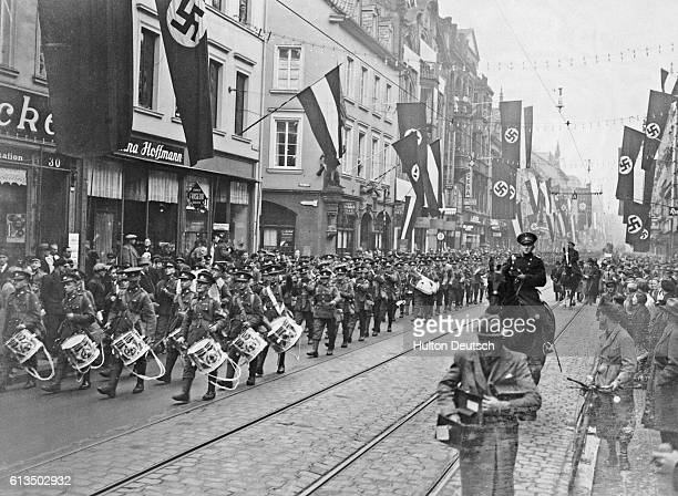 The band of the East Lancashires leads the main body of the British military forces for the Saar through the streets of Saarbrucken