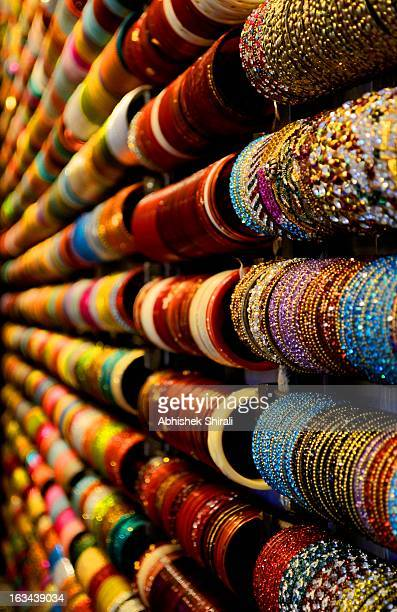the bangle market - bangle stock pictures, royalty-free photos & images