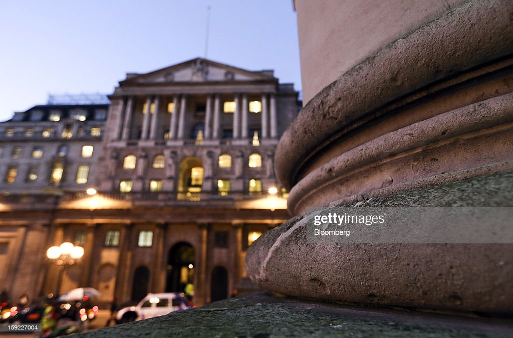 The Bank of England (BOE) stands illuminated at dusk in London, U.K., on Wednesday, Jan. 9, 2013. Bank of England policy makers will probably refrain from adding further stimulus to the U.K. economy today as their new credit-boosting program shows early signs of success. Photographer: Chris Ratcliffe/Bloomberg via Getty Images