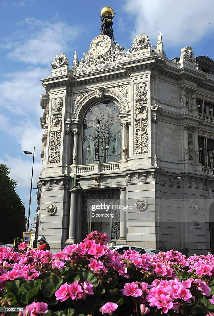 The Bank of Spain stands in Madrid, Spain, on Tuesday, May 25, 2010. Four Spanish savings banks with more than 135 billion euros ($167 billion) in assets plan to combine as regulators push ailing lenders to merge with stronger partners. Photographer: Denis Doyle/Bloomberg via Getty Images