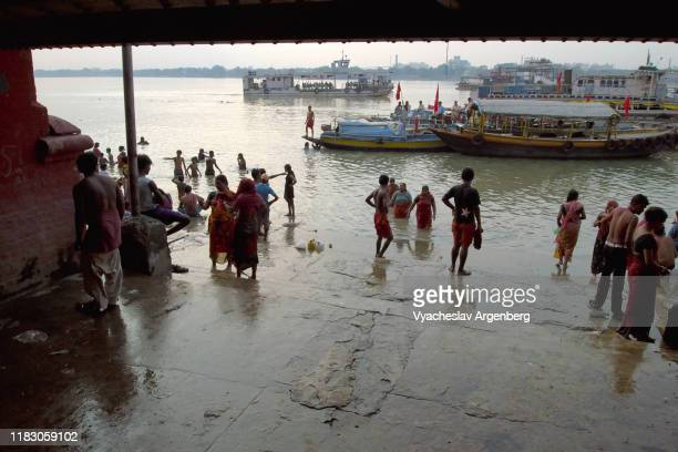 the banks of the hooghly river in kolkata (calcutta) - argenberg stock pictures, royalty-free photos & images