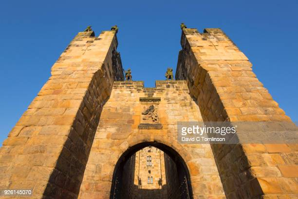 the barbican and gatehouse of alnwick castle, sunset, alnwick, northumberland, england, uk - alnwick castle stock pictures, royalty-free photos & images