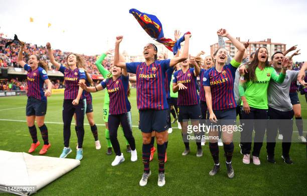 The Barcelona team celebrate victory after the UEFA Women's Champions League Semi Final second leg match between Barcelona and Bayern Munich at Mini...
