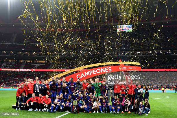 The Barcelona team celebrate winning the cup during the Spanish Copa del Rey match between Barcelona and Sevilla at Wanda Metropolitano on April 21...