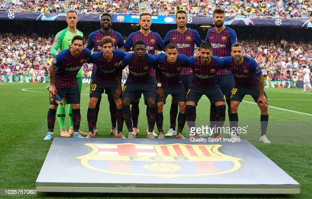 The Barcelona team line up for a photo prior to kick off during the Group B match of the UEFA Champions League between FC Barcelona and PSV at Camp...