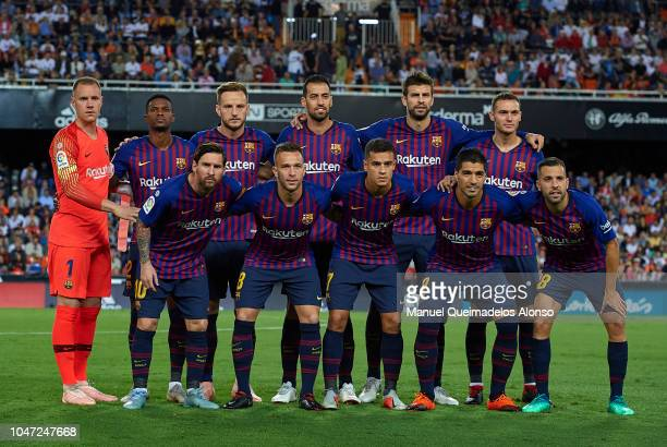 The Barcelona team line up for a photo prior to kick off during the La Liga match between Valencia CF and FC Barcelona at Estadio Mestalla on October...