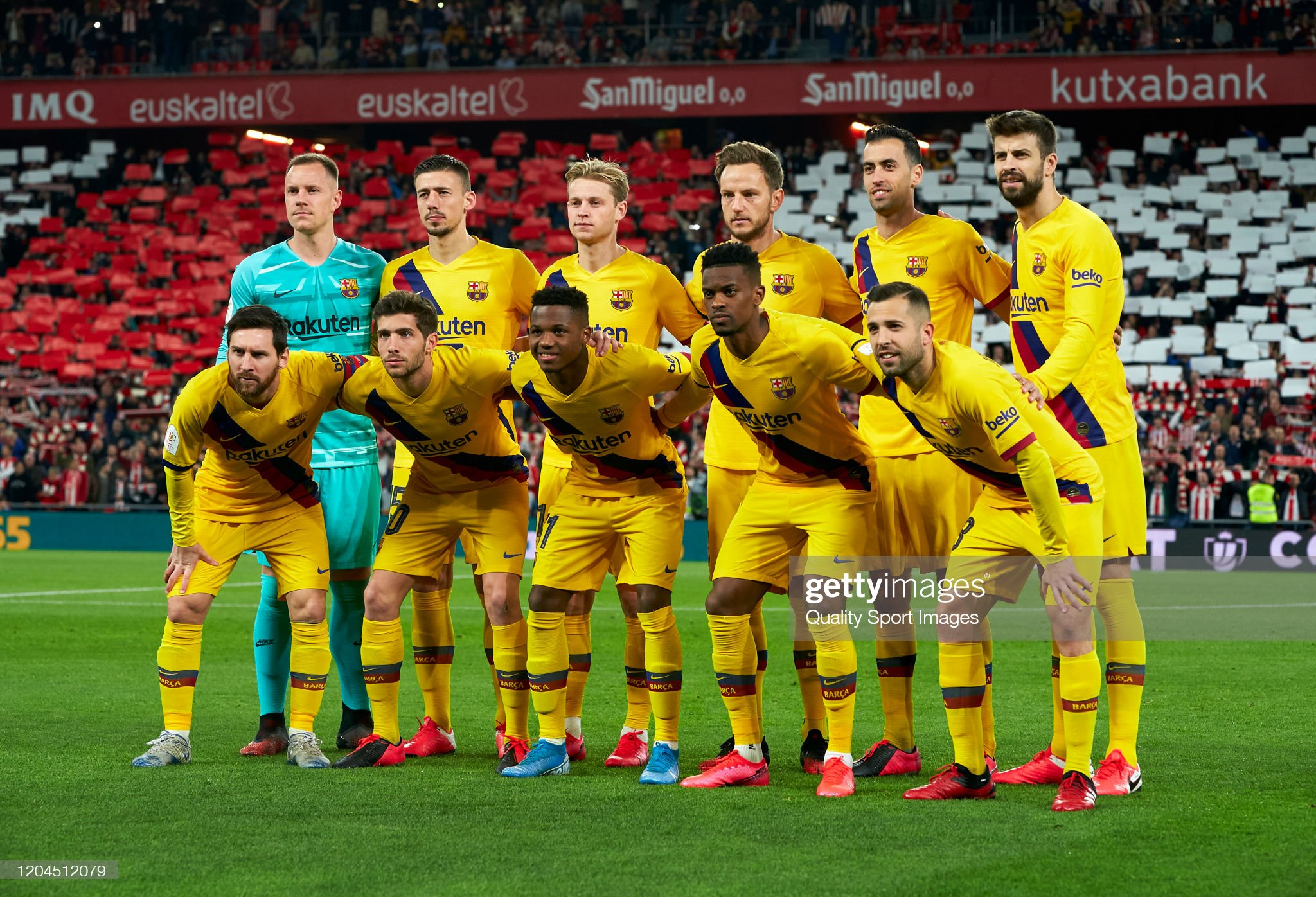the-barcelona-team-line-up-for-a-photo-prior-to-kick-off-during-the-picture-id1204512079?s=2048x2048