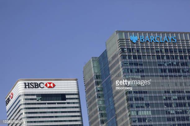 The Barclays Plc headquarters office building right and HSBC Holdings Plc headquarters office building left stand in the Canary Wharf business...