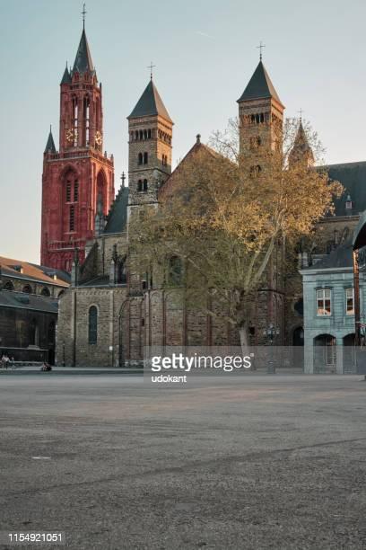 聖 servatius のバシリカは、オランダ、マーストリヒト市で、聖 servatius に捧げローマカトリック教会です。 - オランダ リンブルフ州 ストックフォトと画像