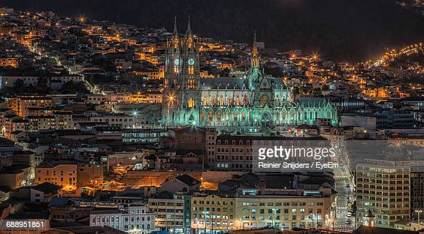 the basilica of the national vow lit up at night - ecuador fotografías e imágenes de stock