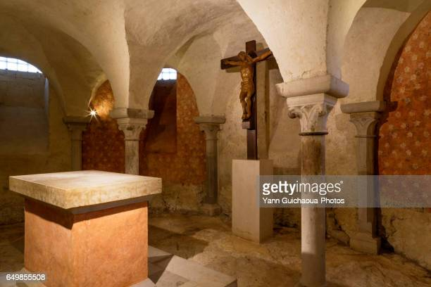 the basilica, vezelay, yonne, burgundy, france - クリプト ストックフォトと画像