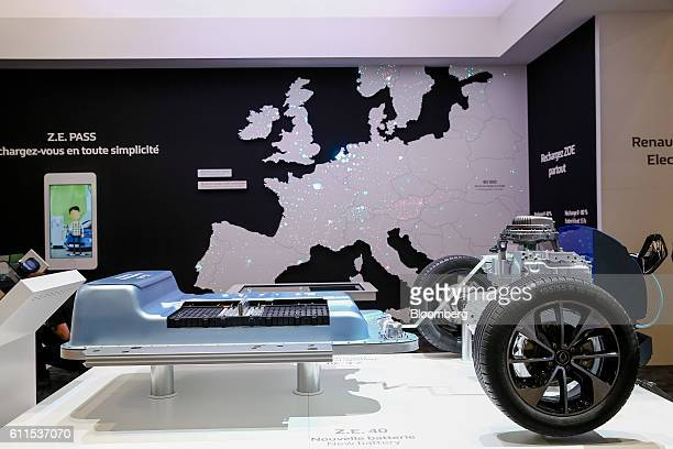 The battery unit of a new Zoe city car, manufactured by Renault SA, sits on display during the second press day of the Paris Motor Show at Porte de...