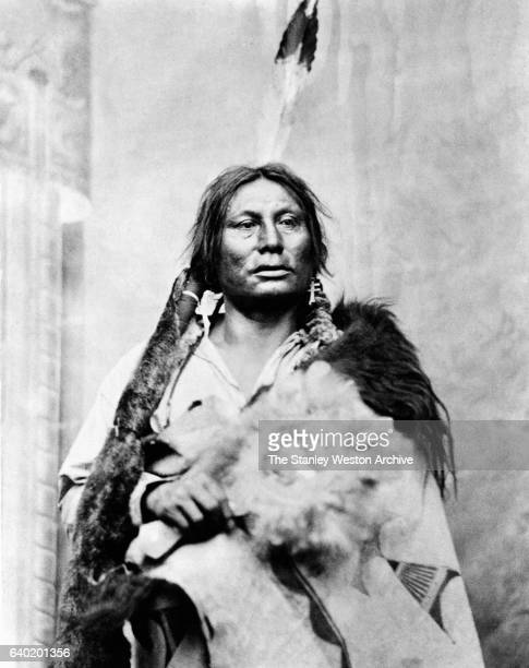 The battle leader of the Hunkpapa Lakota tribe Gall Phizí poses for a portrait circa 1800